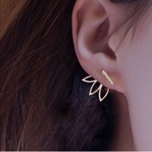 2pair-for-1 Lotus Bar Cuff Earring in Gold Tone